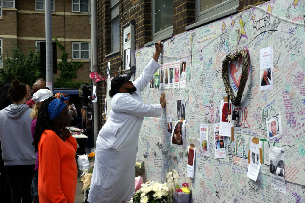 Grenfell_Tower_tribute_wall